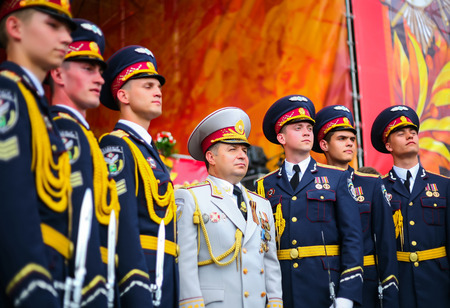 minister: Ukrainian Defense Minister Poltorak surrounded by of cadets