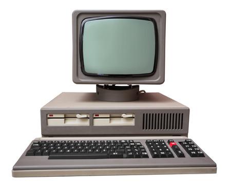 ordinateur bureau: Ancien ordinateur gris isolé sur un fond blanc Banque d'images