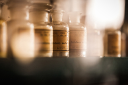 vintage medications in small bottles on a shelf 免版税图像