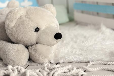 juguetes antiguos: White Bear juguetes blandos en la habitaci�n de los ni�os