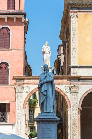 dante alighieri: Renaissance Dante Alighieri statue in Verona, North Italy