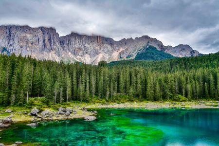 landscape the wild nature lake Misurina in the Alps 版權商用圖片