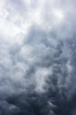 추상적 인 배경, 어두운 하늘에 구름이 근접 촬영