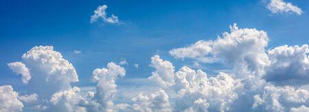 blue sky with clouds closeup, natural landscape 版權商用圖片
