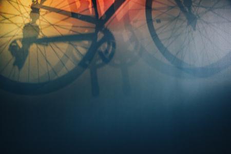 Molto bellissimo hadow di una bicicletta sulla parete, può essere utilizzato come sfondo e backround per disign Archivio Fotografico - 82440060