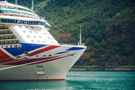 Groot Cruiseschip in de haven van Flam, Noorwegen. Stockfoto