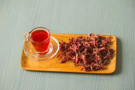 Roselle juice has a sour taste and is boiled with water. Add sugar and a little salt. Drink for good health