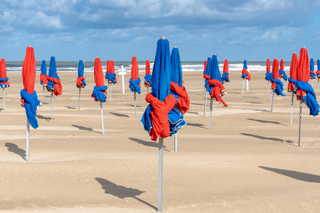 French landscape - Normandie. The famous colorful umbrellas of Deauville in autumn. Banque d'images - 111703536