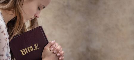 Christian worship and praise. A young woman is praying and worshiping in the evening. 스톡 콘텐츠