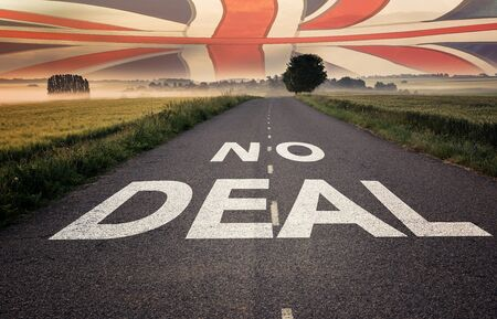 Political relationships. No Deal written on a road. British flag sky. Crisis concept. Stockfoto
