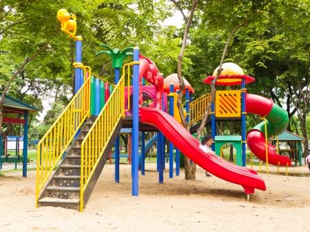 rutsche: Farbenfrohen Kinderspielplatz