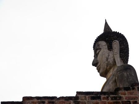 iluminados: Estatua de Buda en el templo ruinoso en Ayutthaya, Tailandia