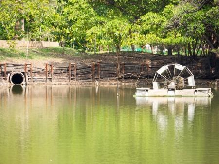 molino de agua: Molino de agua y drenaje en el parque p�blico Foto de archivo
