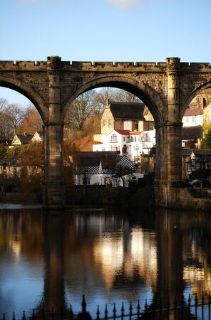 El r�o Nidd en Knaresborough North Yorkshire. Foto de archivo