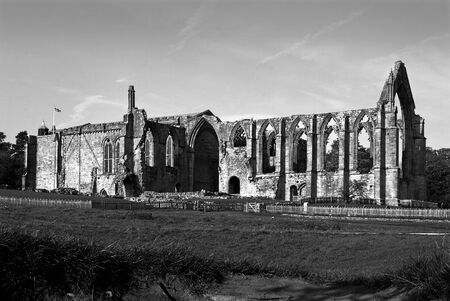 Bolton Abbey North Yorkshire rendido en blanco y negro.