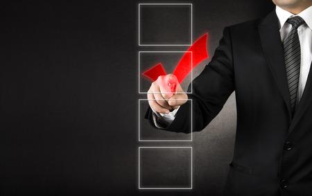 toma de decision: De negocios que controla uno de los cuatro Coxes blancas Foto de archivo