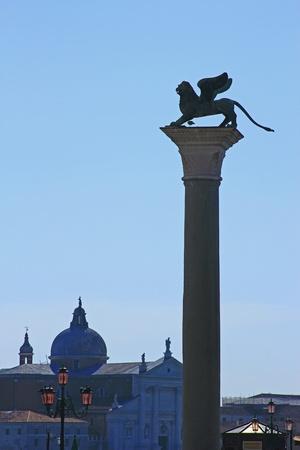 st  mark s: Silhouette del leone di San Marco in Place San Marco a Venezia s