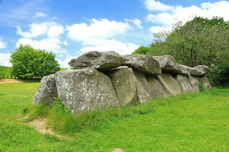 mound: The mound grave All couverte Mougau-Bihan in Commana, Finistre, Brittany, France Stock Photo