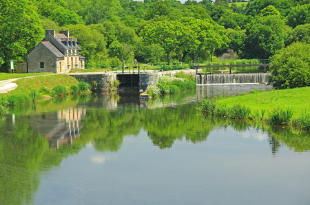 sluice: Sluice at the Nantes-Brest canal, Brittany, France