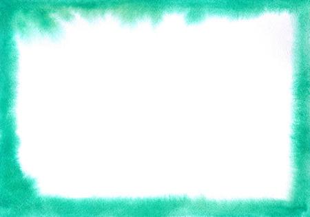 Smaragdgroen aquarel frame met zachte randen. Zacht abstract waterverfkader volkomen geschikt om uw ontwerpideeën op het thema van het overzees, de zomer, vakantie te verwerken.