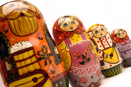 mu�ecas rusas: mu�ecas rusas en una l�nea Foto de archivo