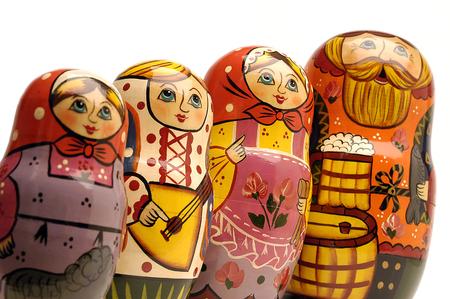 mu�ecas rusas: Familia de mu�ecas rusas en una l�nea Foto de archivo