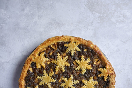 Overhead view of a large whole mince pie with copy space Imagens