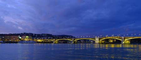 Illuminated Margaret or Margit bridge in Budapest, Hungary at night. Wide panoramic view. 版權商用圖片