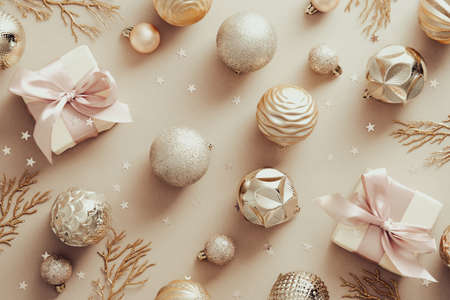 Stylish Christmas decorations and gifts on beige background. Flat lay, top view. Standard-Bild