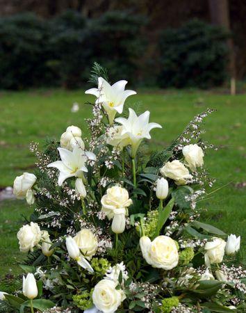 blumen: Lilium longiflorum  Grave jewelry