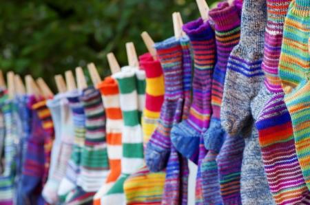 tejidos de punto: calcetines de colores Foto de archivo