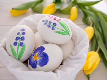 linen bag: Painted Easter eggs in the linen bag