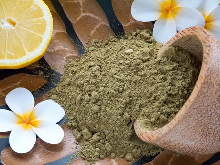 Tiare flowers,lemon and henna powder in coconut bowl Standard-Bild