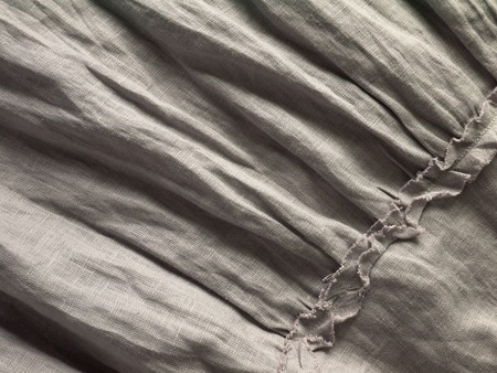 ruche: Crinkled gray natural linen fabric with ruches