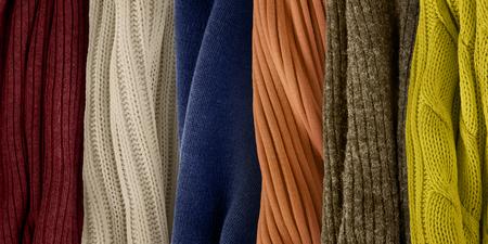 Paleta de colores top para otoño e invierno 2018. Tendencias de color de moda. Muestras de tejidos de ropa de punto.
