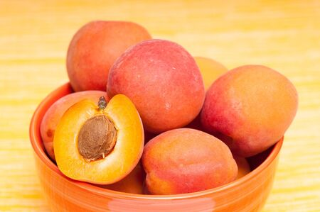 apricot kernel: Close up of healthy apricots
