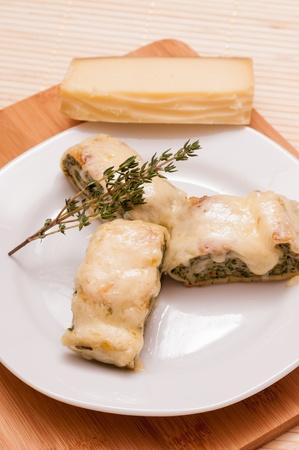 Schwäbische Nationalgericht Maultaschen mit Käse überbacken Standard-Bild - 14839394