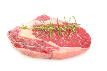 白い背景上の牛肉から生アントル ステーキ