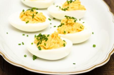 Gefüllte Eier mit Schnittlauch Mimosa Standard-Bild - 23166890