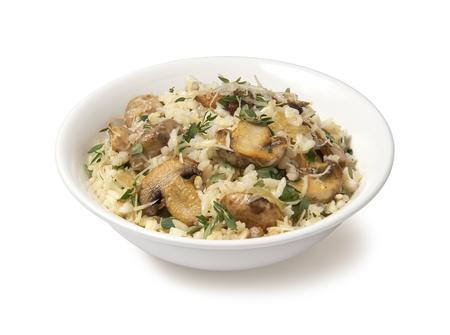 hongo: risotto con setas en un fondo blanco Foto de archivo
