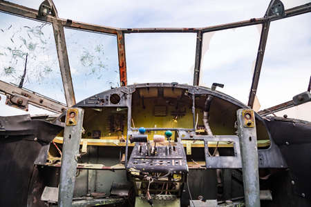 View from the cockpit of old ruined aircraft Antonov An-2 at abandoned Airbase aircraft cemetry in Vovchansk, Kharkov region, Ukraine. Banque d'images