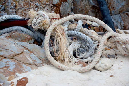 Old Rope On The Sand. 免版税图像