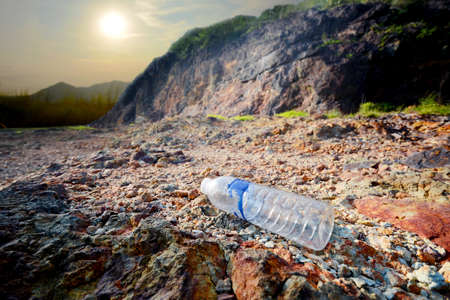 Plastic water bottle garbage on the background of mountains and sky Ecological disaster. Environmental obstruction 免版税图像