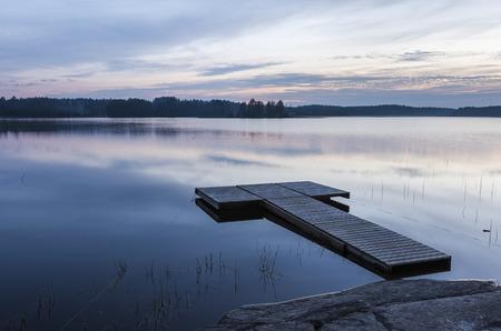 Midsummer paysage nocturne de finlande Banque d'images - 60962449