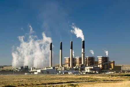 central el�ctrica: una potencia el�ctrica de carb�n vegetal en Wyoming