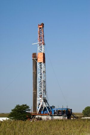 an oil well drilling rig in Texas Stock Photo - 5643791