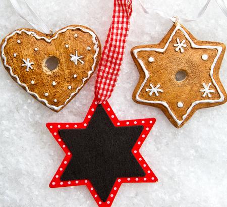 ornamente: Christmas decoration on snow
