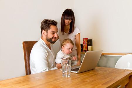 Young familiy shopping in internet Archivio Fotografico