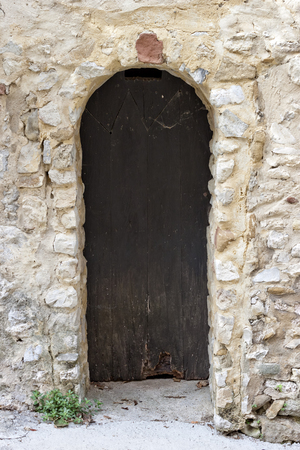 vaucluse: Antique arch door in Gigondas, Vaucluse, France. Stock Photo