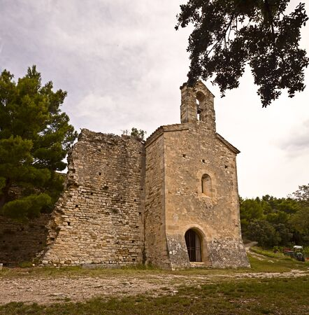 16th century: Romanesque chapel of Saints Cosmas and Damian, 16th century, in Gigondas, Vaucluse, Provence-Alpes-C�te d